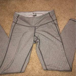Grey herringbone leggings great dupe for Lululemon